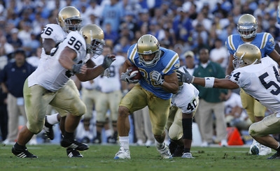 UCLA'S Joe Cowan breaks away from Notre Dame defense during the first half on Saturday, Oct. 6, 2007 (Edna T. Simpson)
