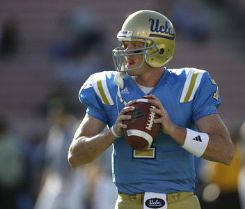 UCLA's Ben Olson practicing during the pregame warmups on Saturday, Oct. 6, 2007 against Notre Dame at Rose Bowl. (Edna T. Simpson)