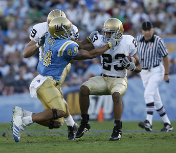 UCLA's Bruce Davis gets called for a facemask against Notre Dame Golden Tate during the first half on Saturday, Oct. 6, 2007 at Rose Bowl. (Edna T. Simpson)