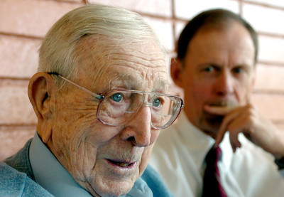 UCLA Coach John Wooden and author Steve Jamison at VIPS Restaurant for breakfast on Friday, May 25, 2007 in Encino, Ca.  (Daily News File Photo)