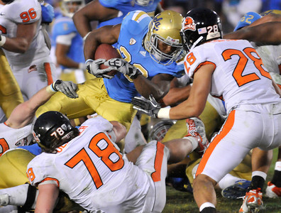 UCLA #23 Jonathan Franklin scored a TD in the 3rd quarter to tie the game. The Bruins of UCLA defeated the Oregon State Beavers in a game played in the Rose Bowl 17-14 on a last second fieldgoal by Kai Forbath. Pasadena, CA.11-6-2010. (John McCoy/staff photographer)
