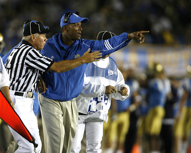 UCLA's Head Coach Karl Dorrell reacts to a call made by the referee's during the first quarter on Saturday, September 22, 2007 against Washington. (Edna T. Simpson)