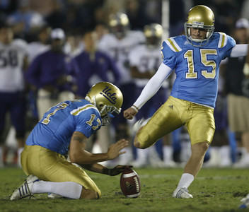 UCLA'S Kai Forbath completes a field goal during the fourth quarter to take a 44-31 lead over Washington on Saturday, September 22, 2007 at Rose Bowl. (Edna T. Simpson)