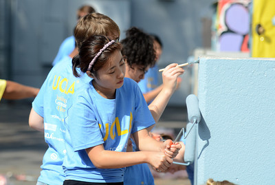 UCLA Rebecca Tsei painst at Sylvan Park Elementary School in Van Nuys.  The 300 students at the school were part of the nearly 6,800 freshmen and transfer students from UCLA that were deployed to 26 locations throughout Los Angeles to do volunteer work on UCLA's third annual Volunteer Day. (Hans Gutknecht/Staff Photographer)