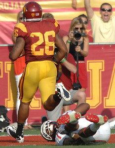 USC Marc Tyler scores the first TD of the game in the first quarter. USC hosted the Utah Utes in a game played at the Coliseum in Los Angeles CA. 9-10-2011. (John McCoy/Staff Photographer)