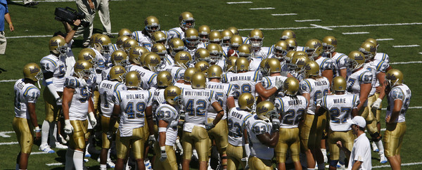Ucla players huddle up before the game against Stanford on Saturday, September 1st, 2007. Ucla won 45-17 (Edna T. Simpson)