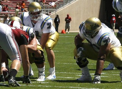Ucla Ben Olson looks to pass the ball during the first half of the victory game against Stanford on Saturday, September 1st, 2007 (Edna T. Simpson)