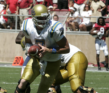 Ucla Ben Olson looks to pass the ball during the second half of the game against Stanford on Saturday, September 1st, 2007. (Edna T. Simpson)
