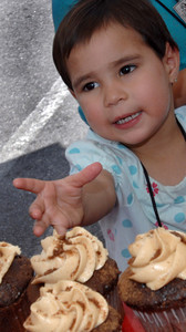 3 year-old Anahi Franco, from Pacoima, reaches for a cupcake.  A 3,000 Pound Holiday Feast Brought Early Holiday Cheer to 1,000 L.A. Area Shelter Families as Universal Studios Hollywood Rang In Its  20th Annual ÒChristmas in SpringÓ Event at M.E.N.D. Transitional Living Center in Van Nuys.  Ten Area Family Shelters in, Hollywood, North Hollywood, East L.A. and Pasadena Facilities Enjoy Festivities with Holiday Feast,  Visit from E.B., Star of ÒHop,Ó  Santa Claus and Scores of Universal Volunteers  2,000 pounds of chicken, 500 pounds of mashed potatoes, 600 pounds of vegetables, 20 gallons of gravy and 6,000 hand-made desserts were served to 1,000 transitional-living family shelter residents during Universal Studios HollywoodÕs 20th annual ÒChristmas in SpringÓ celebration.  For the past 20 years, Universal Studios HollywoodÕs philanthropic ÒDiscover A Star FoundationÓ has helped L.A. Family Housing spread early holiday cheer during this non-traditional time of year when many of the needs of less-affluent families are often overlooked.    E.B., the star of Universal PicturesÕ hit movie, ÒHopÓ Santa Claus, joined Universal Studios Hollywood employee volunteers to bring joy to families and children from M.E.N.D. and those bused in from 10 area transitional living facilities, including P.A.T.H. (People Assisting the Homeless) in Hollywood, L.A. Family HousingÔs North Hollywood Valley Shelter, East L.A.Õs Triangle House, Comunidad Cesar Chavez, Vineland Place in North Hollywood, the Downtown WomenÕs Center in Los Angeles and the Union Station Homeless Services in Pasadena. Dean Musgrove/Staff Photographer