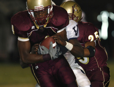 Oaks Christian's Christopher Owusu gains yardage during the first half on Friday, September 28, 2007 against Venice High School. (Edna T. Simpson)