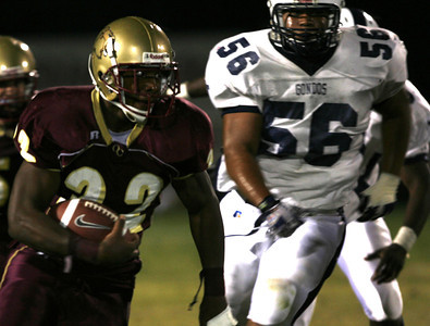 Oak Christian's  Malcolm Jones gains yardage in front of Venice's Jason Otero during the first half on Friday, September 28, 2007. (Edna T. Simpson)