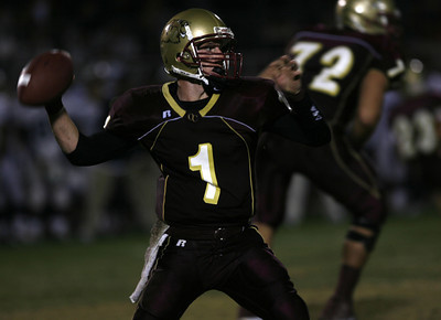 Oaks Christian's Christopher Potter looks to pass the ball during the game on Friday, September 28, 2007 against Venice High School. (Edna T. Simpson)