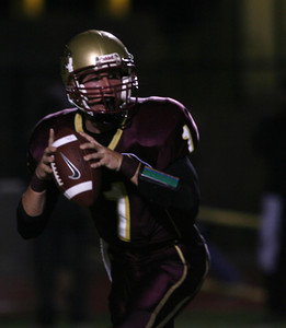 Oaks Christian's QB Christopher Potter looks to pass the ball during the game on Friday, September 28, 2007 against Venice High School. (Edna T. Simpson)
