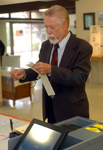School board candidate, Jon Lauritzen votes at the Chatsworth Methodist Church in Chatsworth, Ca., on Tuesday, May 15, 2007.  (Tina Burch/Staff Photographer)