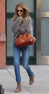 Rosie Huntington-Whiteley carries a Burberry AW12 Pre-Collection bag in New York on Feb. 22, 2012.