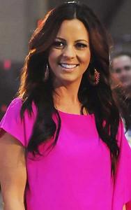 Singer Sara Evans wears Isharya Moon Bali hoop earrings in pink at Lionel Richie Friends in Concert in Las Vegas on April 2, 2012.