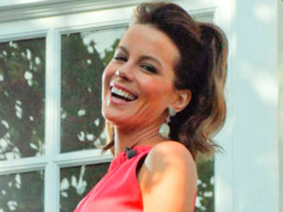 """Actress Kate Beckinsale wears Amrapali 14K gold rough diamond drop earrings for her interview with """"Extra"""" at The Grove on Jan. 16, 2012."""