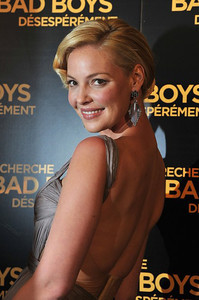 """Actress Katherine Heigl wears Sutra blackened rhodium smoky agate and diamond pear earrings to the premiere of """"One For The Money"""" in Paris on Jan. 31, 2012."""