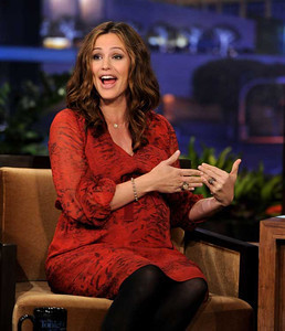 """Actress Jennifer Garner wears a Le Vian chocolate diamond ball bracelet and a Le Vian strawberry gold ring with chocolate diamonds for her appearance on """"The Tonight Show with Jay Leno"""" on Jan. 18, 2012."""
