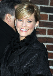 """Actress Elizabeth Banks wears Brumani Maitan Black Collection 18K white and black gold diamond studs for her appearance on the """"Late Show With David Letterman"""" on Jan. 16, 2012."""