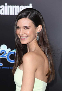 """Actress Odette Annable-Yustman wears Amrapali 14K gold and diamond kite-shaped earrings to the premiere of """"The Hunger Games"""" at Nokia Theatre L.A. Live on March 12, 2012."""