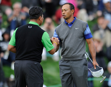 K.J. Choi and Tiger Woods shake hands at the conclusion of the second round of The Chevron World Challenge at Sherwood Country Club. Tiger finished the day at 8 under, 3 shots ahead of Choi and Matt Kuchar who went to the clubhouse at 5 under.  Thousand Oaks, CA 12/02/2011(John McCoy/Staff Photographer)