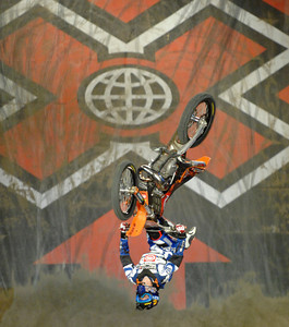 Moto x Best Trick Final Staples Center Los Angeles, California 8-2-2007. photo by John McCoy/LA Daily News