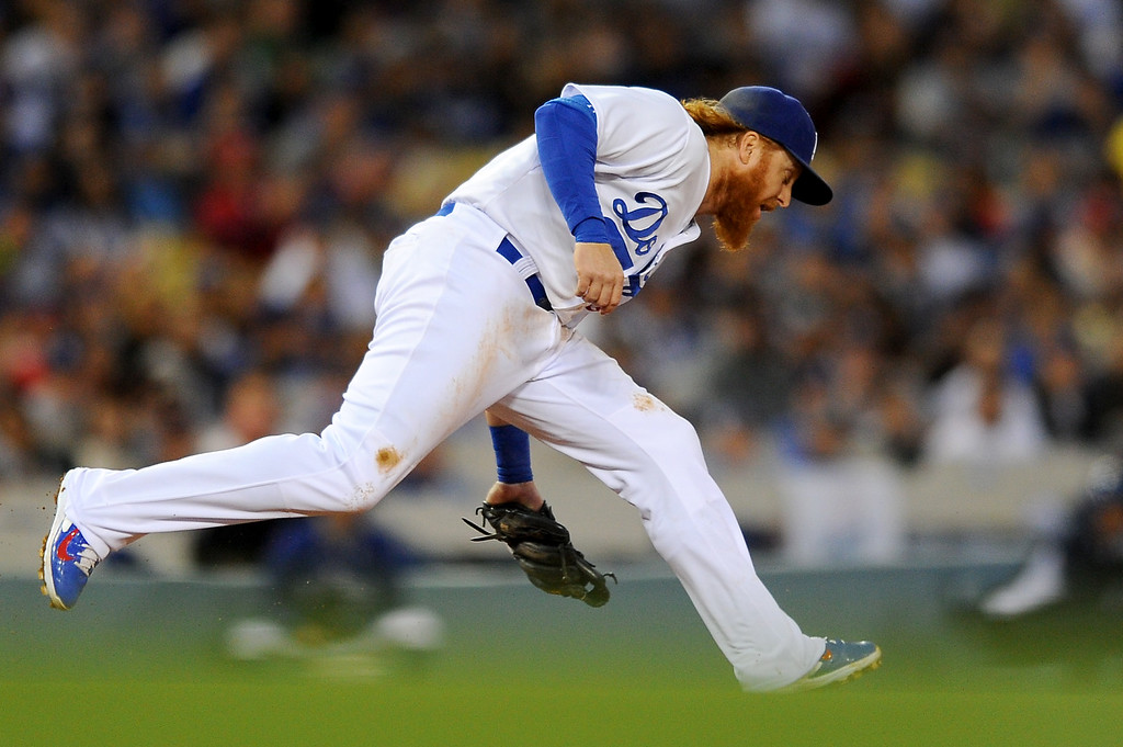 . Dodgers third baseman Justin Turner fields a grounder by the Cardinals\' Michael Wacha. (Photo by Michael Owen Baker/L.A. Daily News)