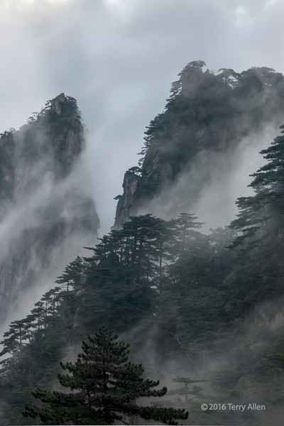 Clouds and winds at Huangshan