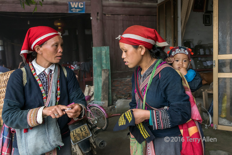 Red Dao women