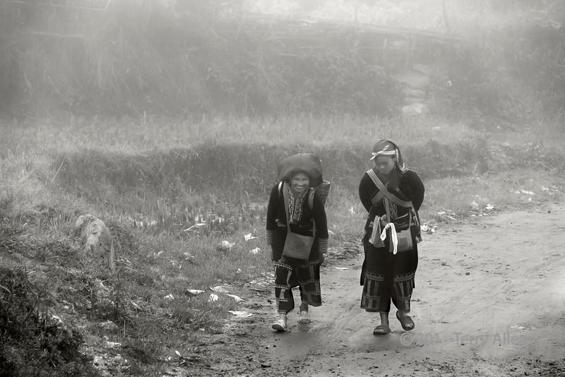 Red Dao women in the mist