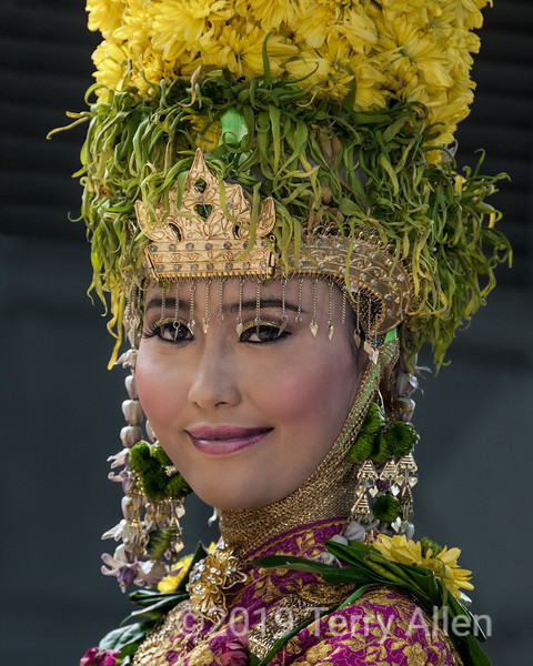 Acehnese-beauty-in-traditional-wedding-finery,-Banda-Aceh,-Sumatra