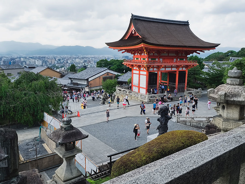 Entrance to the spectacular Kiyomizu-dera Temple in Kyoto, Japan