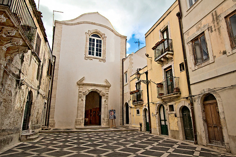 Typical neighborhood square in the medieval Old Town of Syracuse, Sicily, which is located on the Island of Ortigia, the historical heart of Siracusa.
