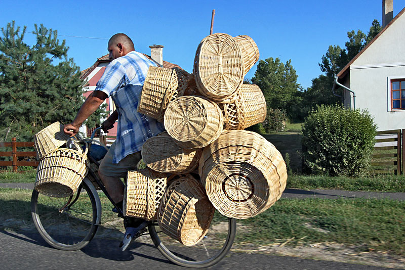 Ukranian basket maker cycles across border to Hungary each day to sell his wares