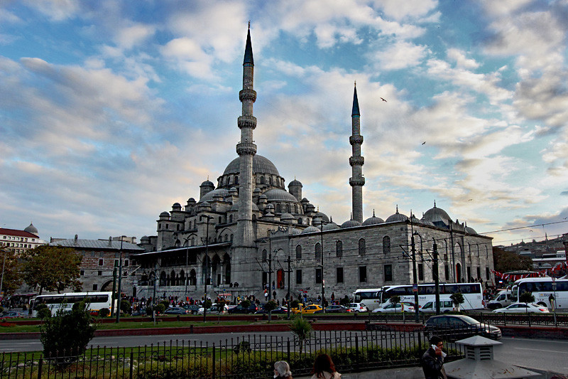 The New Mosque in Istanbul welcomes non-Muslims to view an Islamic prayer ceremony