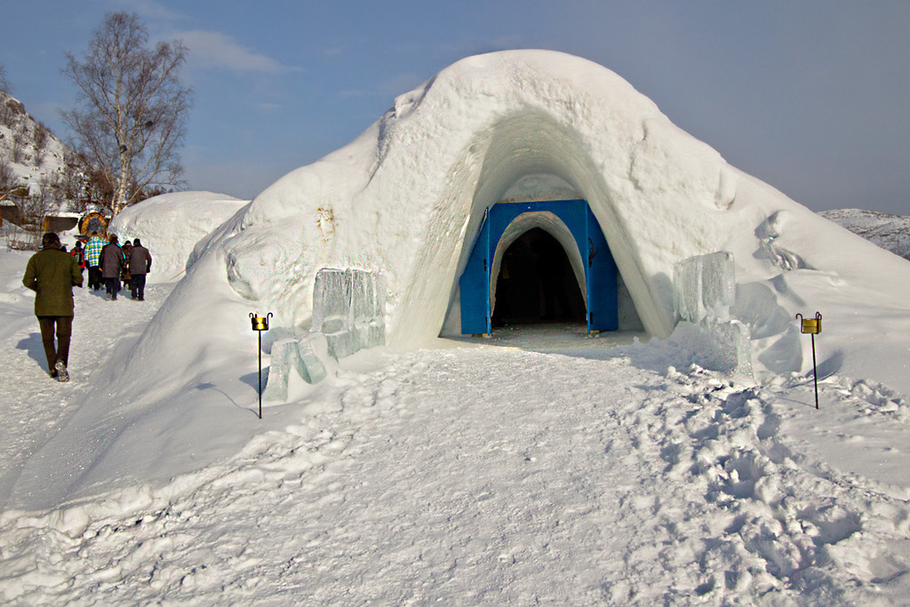 The Snow Hotel in Kirkenes offers hotel rooms and the largest ice bar in Norway