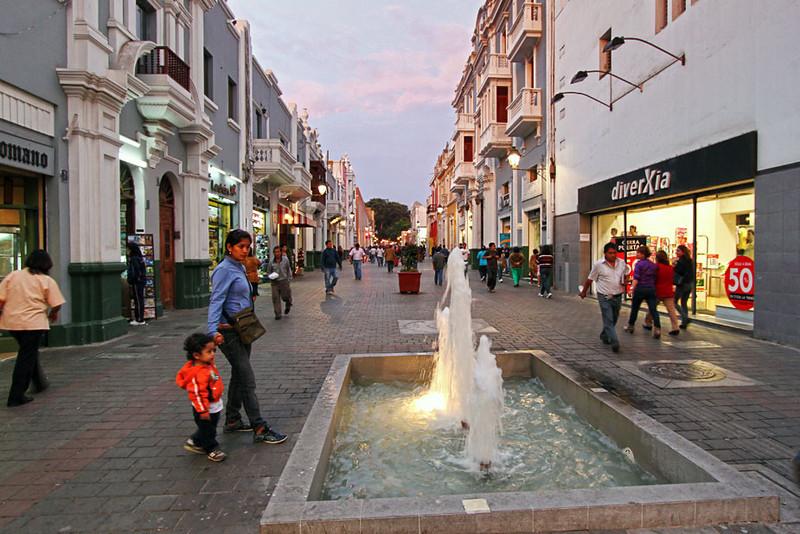 Pedestrian shopping street in Trujillo, Peru
