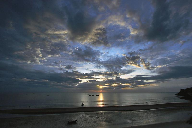 Sunrise over beach in Hua Hin, Thailand