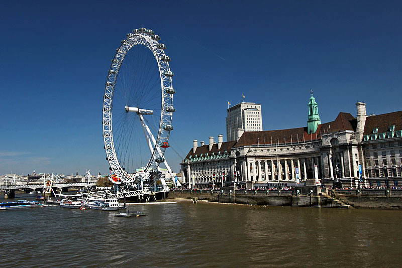 The London Eye provides a bird's eye view of London