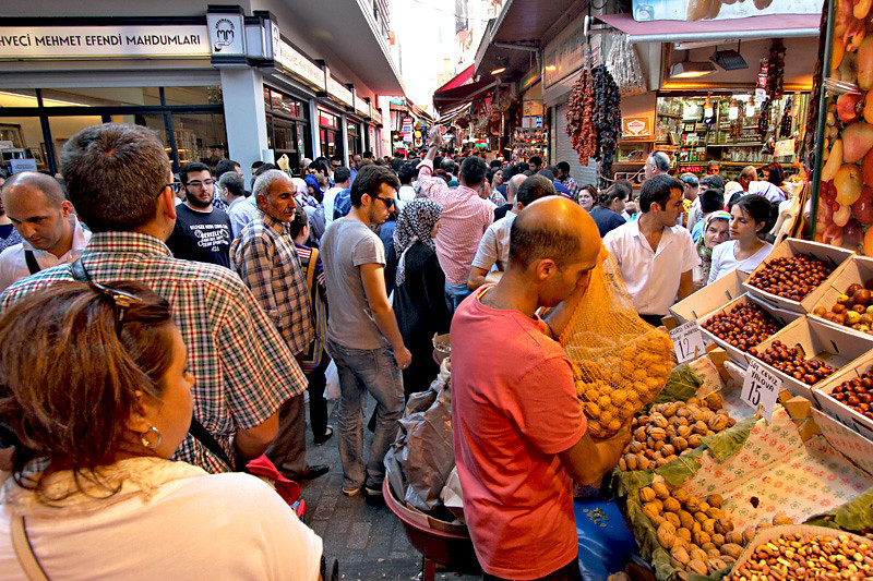 Locals and tourists cram the Asmaatti Carsi Market in Istanbul, Turkey