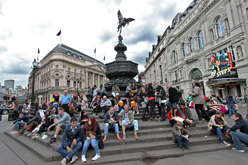 This statue in the center of Piccadilly Circle is the perfect place to people watch