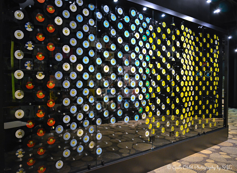 """""""WALL OF SOUND"""" (with seven-inch 45 rpm vinyl records)"""