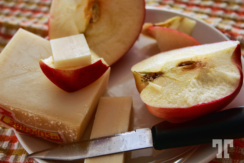 3 Dec. 08  Apples and cheese