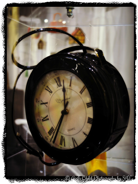 """TIME MANAGEMENT"" (Clock Purse)"