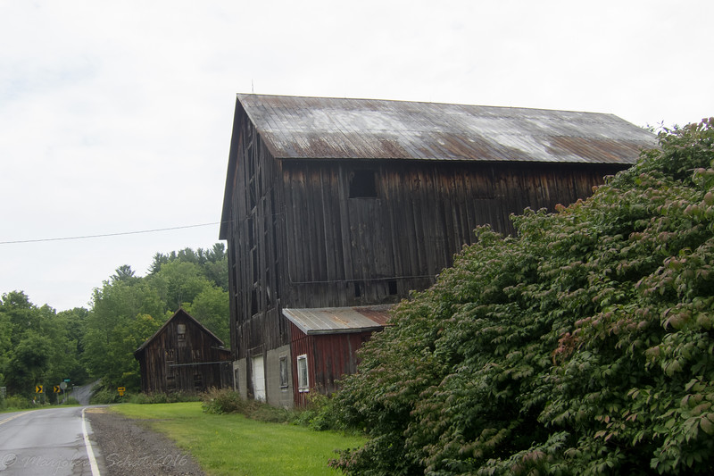 2016-08-25: Barn complex on the way to school