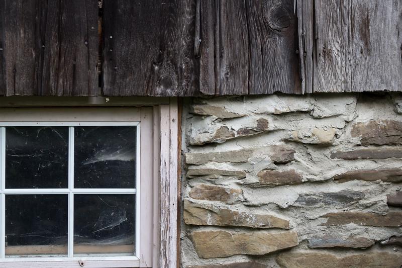 2016-08-27: More barn details from next door