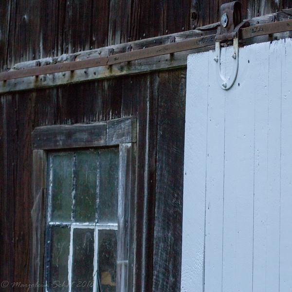 2016-08-24: More barn details from next door