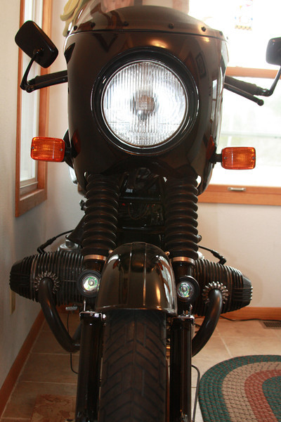 LED aux light fork mounts on a 1978 R100/7. Contact me at dakotabeemer@hotmail.com