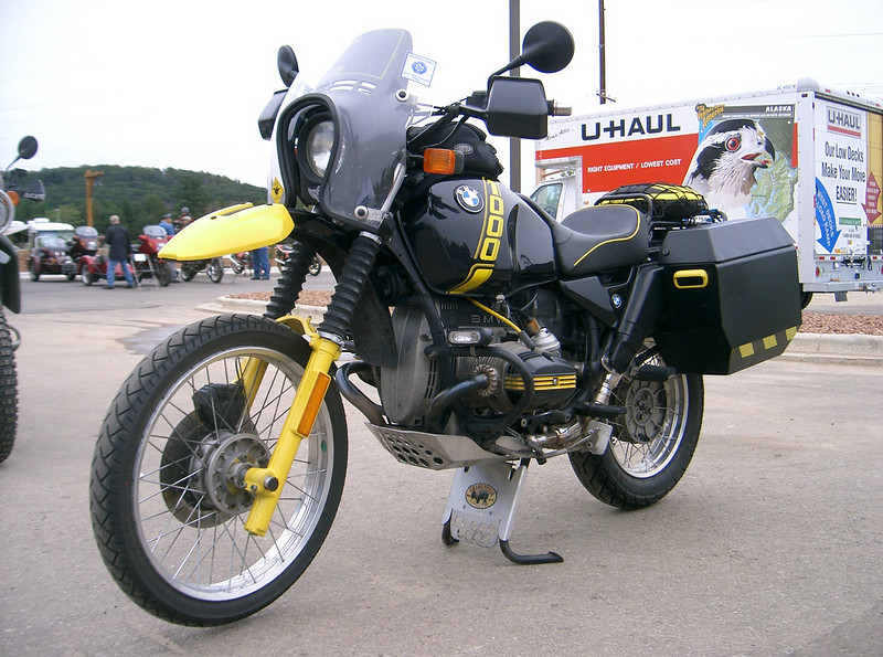 Dells rally photo of R100GS with skidplates installed.